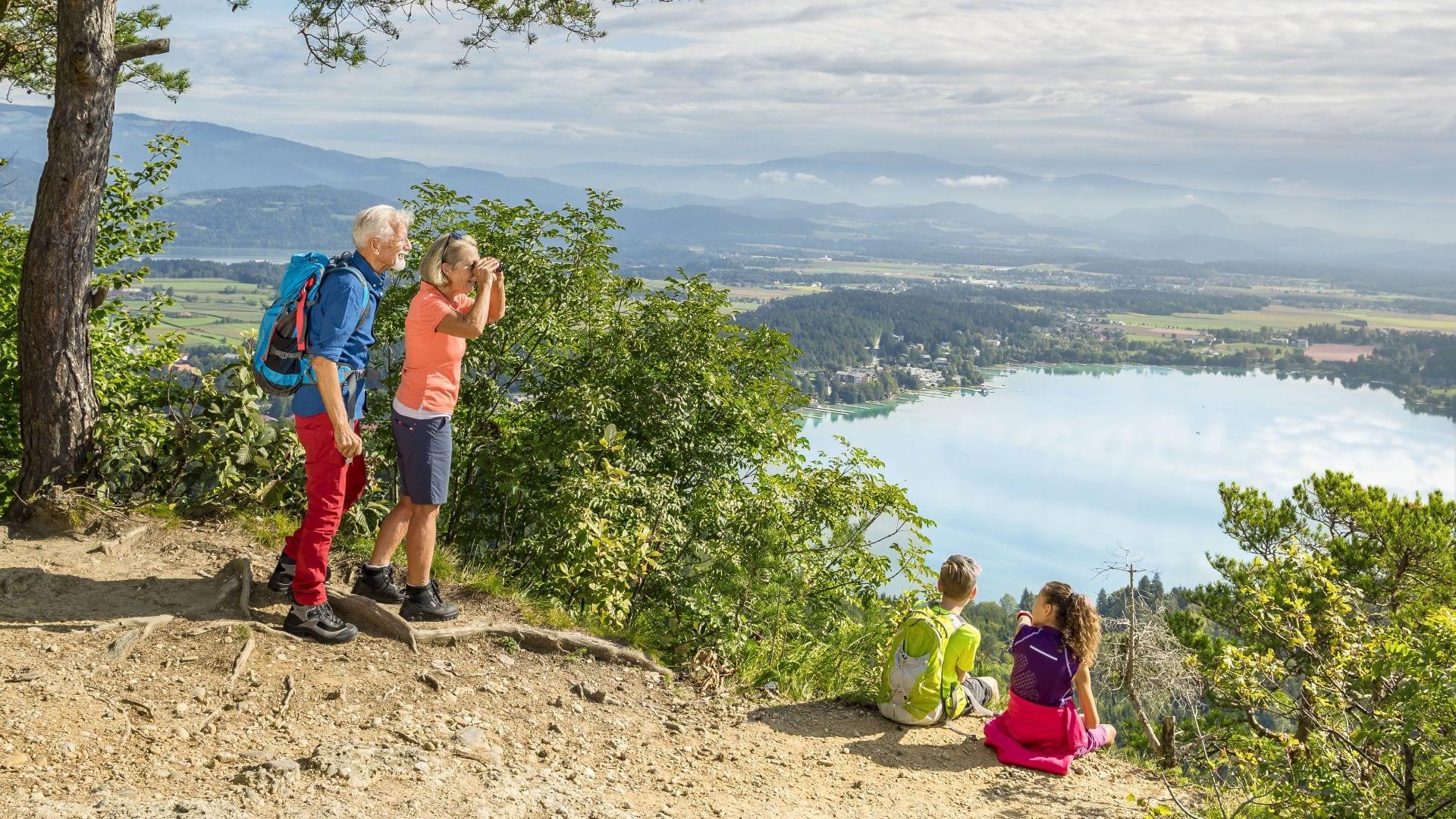 Klopeiner-See-Großeltern-Enkel-Urlaub-Aussichtsplattform