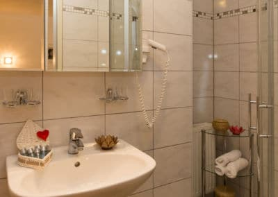 Badezimmer-apartment-mit-swimming-pool