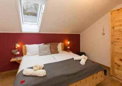 Schlafzimmer-Zirbe-Kärnten-apartment-turnersee