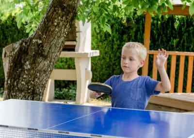 Tischtennis-im-garten-kärnten-apartment-turnersee