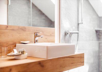 Apartment-Petzen-modernes-Badezimmer
