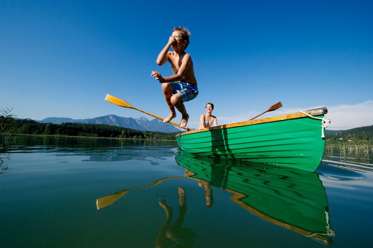Bei Ihrem Aktivurlaub am Turnersee in Kärnten mit Schwimmen, Tauchen, Stand-up paddeln, Bootfahren, Wandern am Ufer