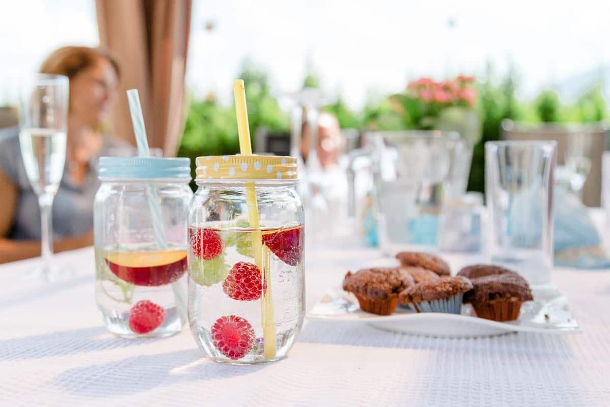 Eine Auswahl an alkoholischen und nicht-alkoholischen Getränken sowie Bio-Kaffee und Tee erhalten Sie rund um die Uhr in unserer Maxi Bar.